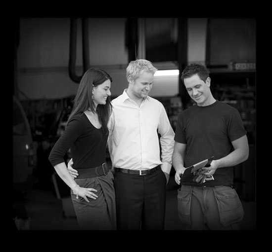 car-transport-mechanic-with-couple