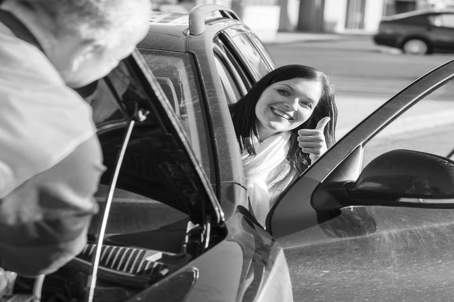 Mobile Mechanic fixing car breakdown problem with happy customer